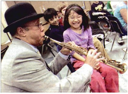 Jazzistry artist visit kids with Vincent York